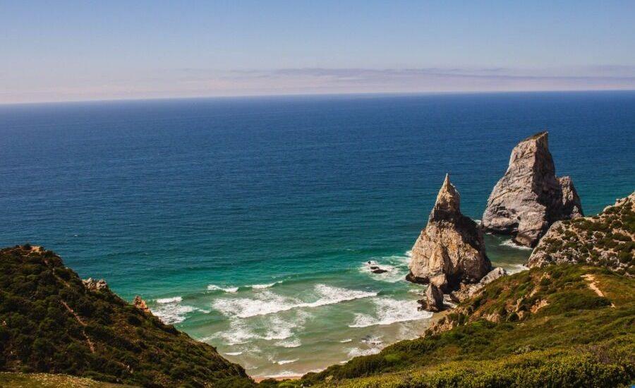 Vista panorámica de la costa de Sintra.